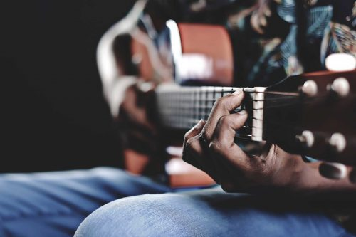 How to play the guitar for beginners