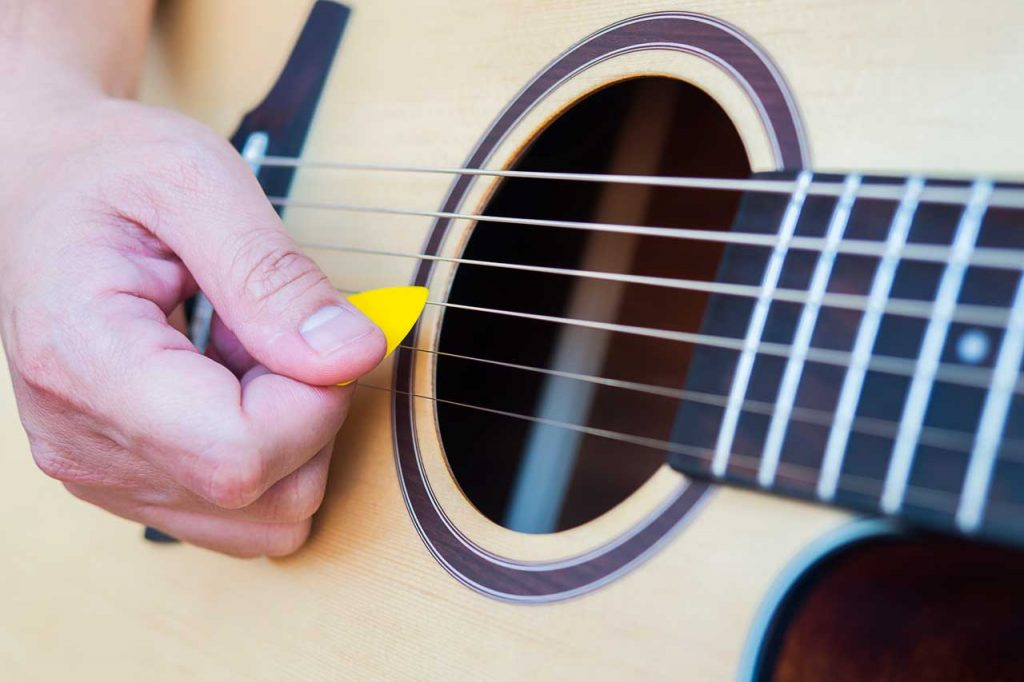 Different guitar picking techniques