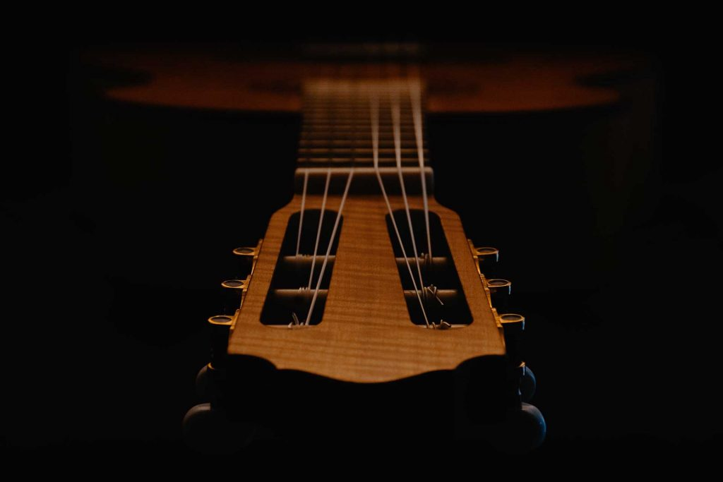 Basics of the order of the guitar strings
