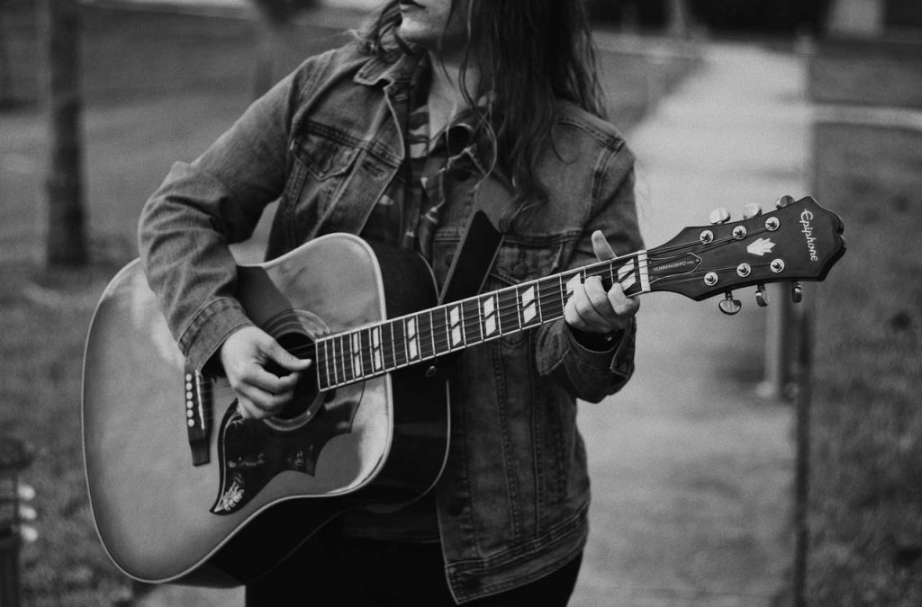 Tips on playing the guitar for beginners